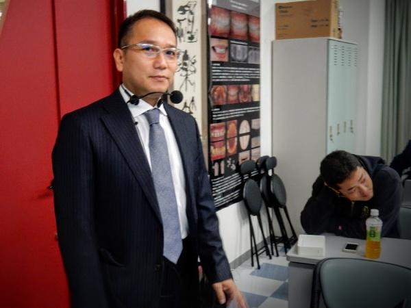 発表前の添島義樹副会長