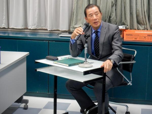 本日の座長は最高顧問の添島正和先生です
