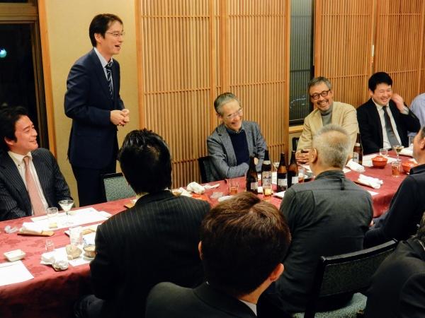 山﨑治先生は、経験豊かな先輩たちを前に緊張してます。でも伝えたいことがあると強いメッセージが。