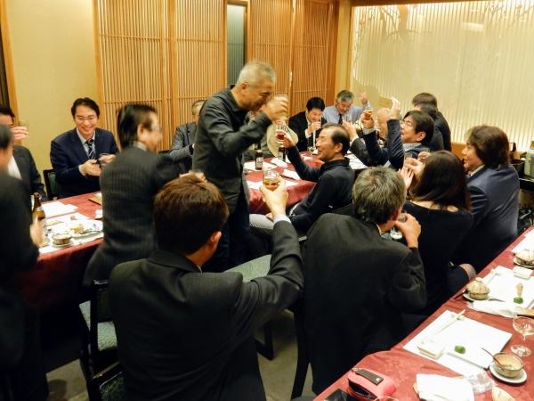 宮崎県都城市から顧問の西川義昌先生も駆け付けていただきました。久しぶりに会う会員も多く、もういちど全員で乾杯!