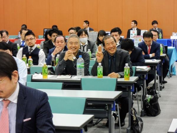 西川義昌・添島正和両顧問はニコニコ顔。。