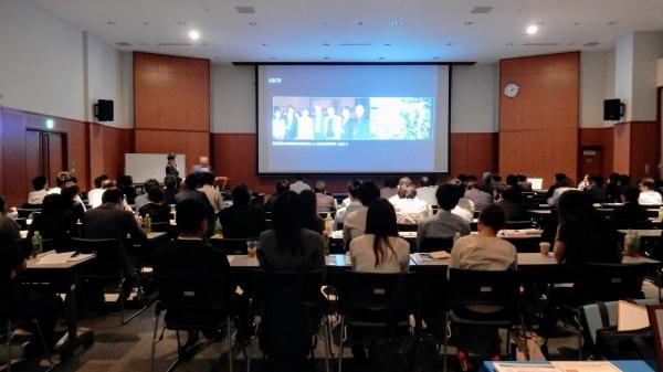 午後の休憩を挟んで、大韓民国ソウル市よりお越しいただいたSKCDの熙慶先生に2時間ご講演いただきました。D.T.Jang Won Pil氏には通訳をお願いしました。
