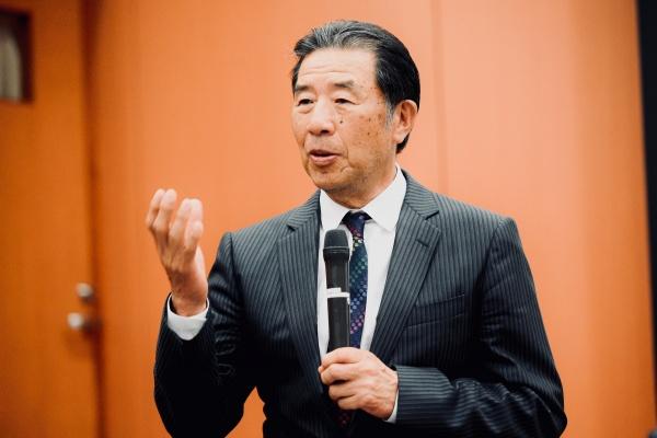 その後、山﨑長郎先生のご講演が再開されました。最後は添島正和熊本支部最高顧問によるご挨拶で幕を閉じました。