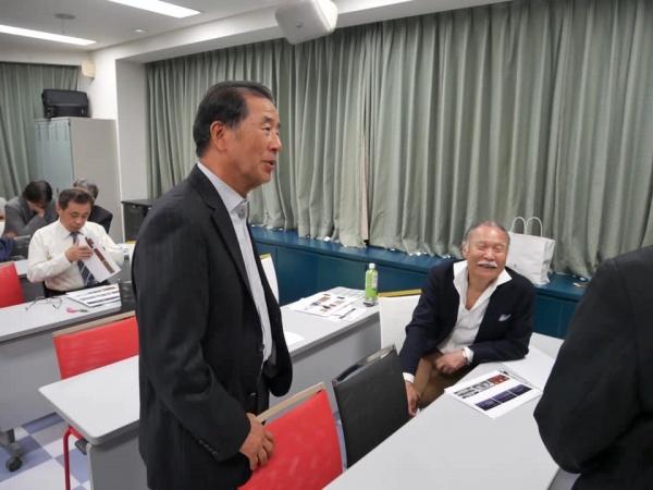 談笑する山﨑長郎先生と添島正和先生。