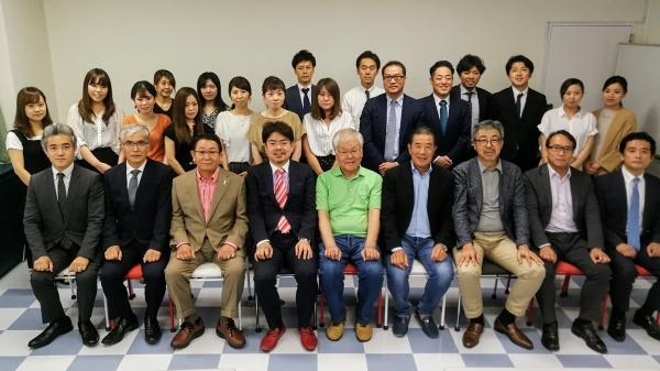 最後に講師を囲んで参加者と集合写真撮影しました