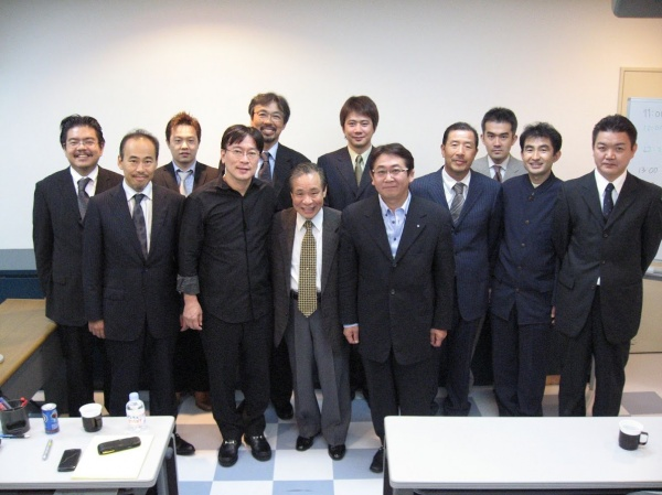 2006年9月15日、桑田正博先生を囲んで(添島歯科クリニック研修室)